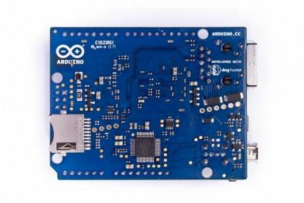 Aquí llega Arduino Yún, Arduino con WIFI y Linux